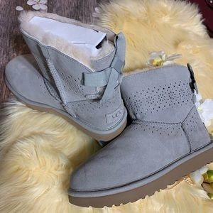 UGGS W DAE SUNSHINE GRAY BOOTS  SIZE 8